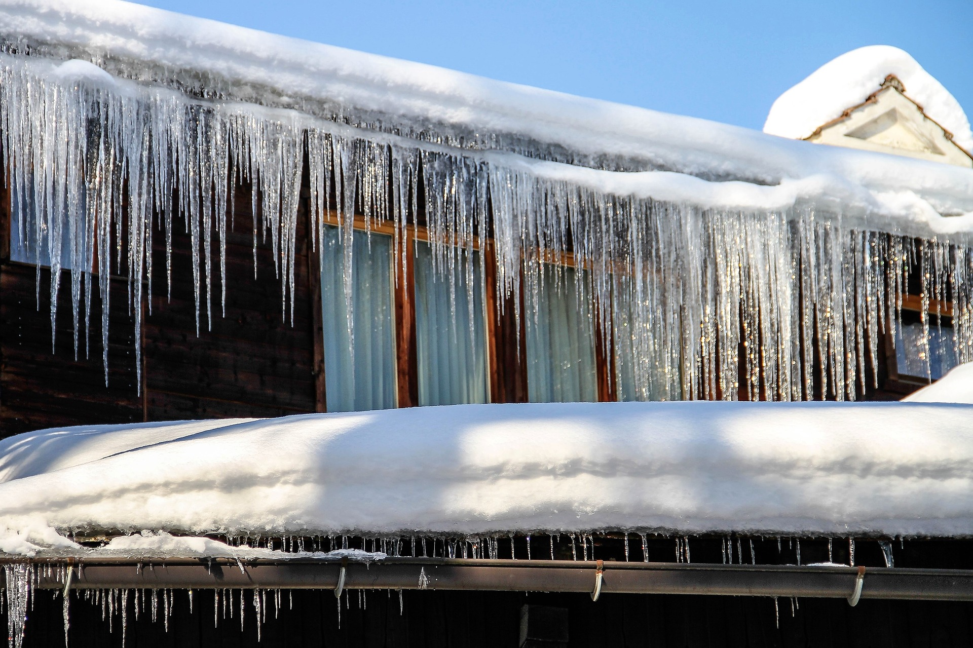 Icicles on Roof Winter | RoofingContractorPittsburgh.com