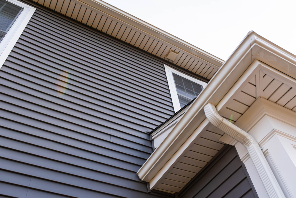 Vinyl,Siding,Up,The,Side,Of,A,New,House | RoofingContractorPittsburgh.com